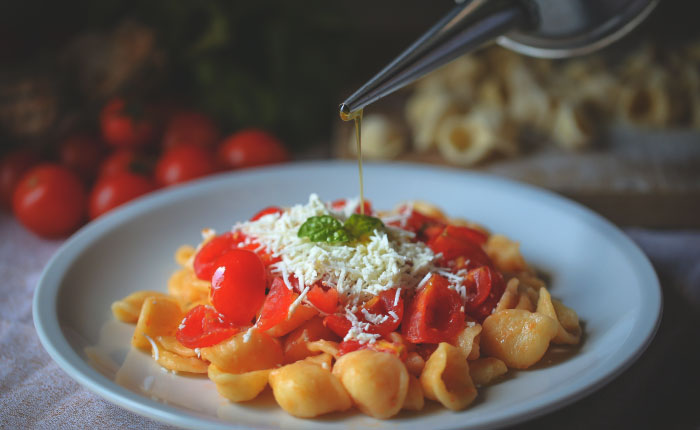 Orecchiette, olive oil and tomatoes